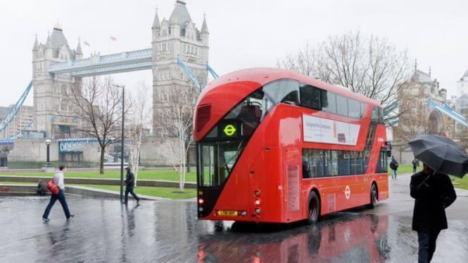 опоздать на автобус в дождь