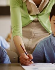 преподаватель с детьми